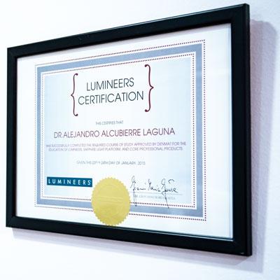 Certificado Carillas Lumineers. Clínica certificada Dr. Alcubierre